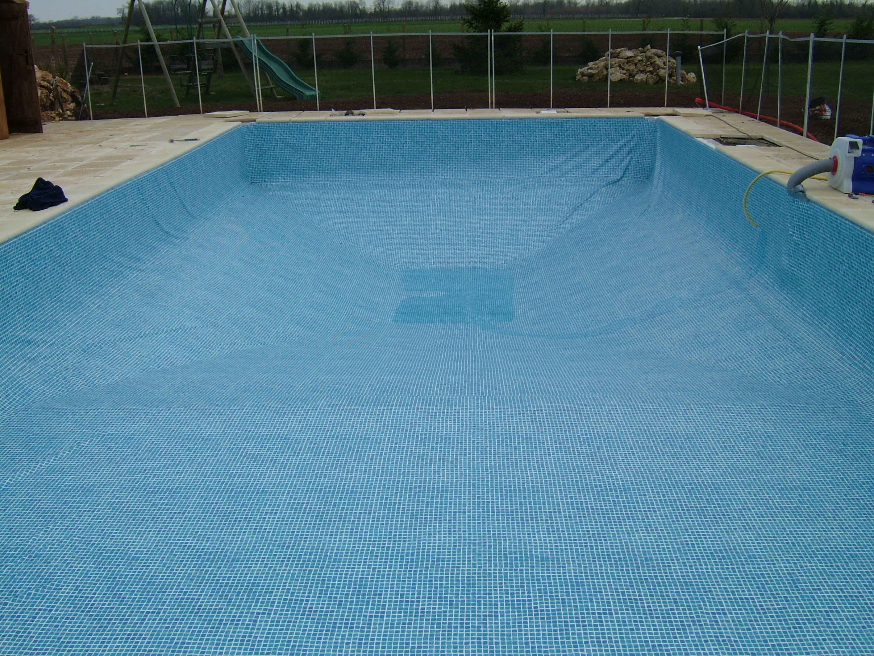 Swimming pool renovation using a vinyl liner - Witte pool liner ...