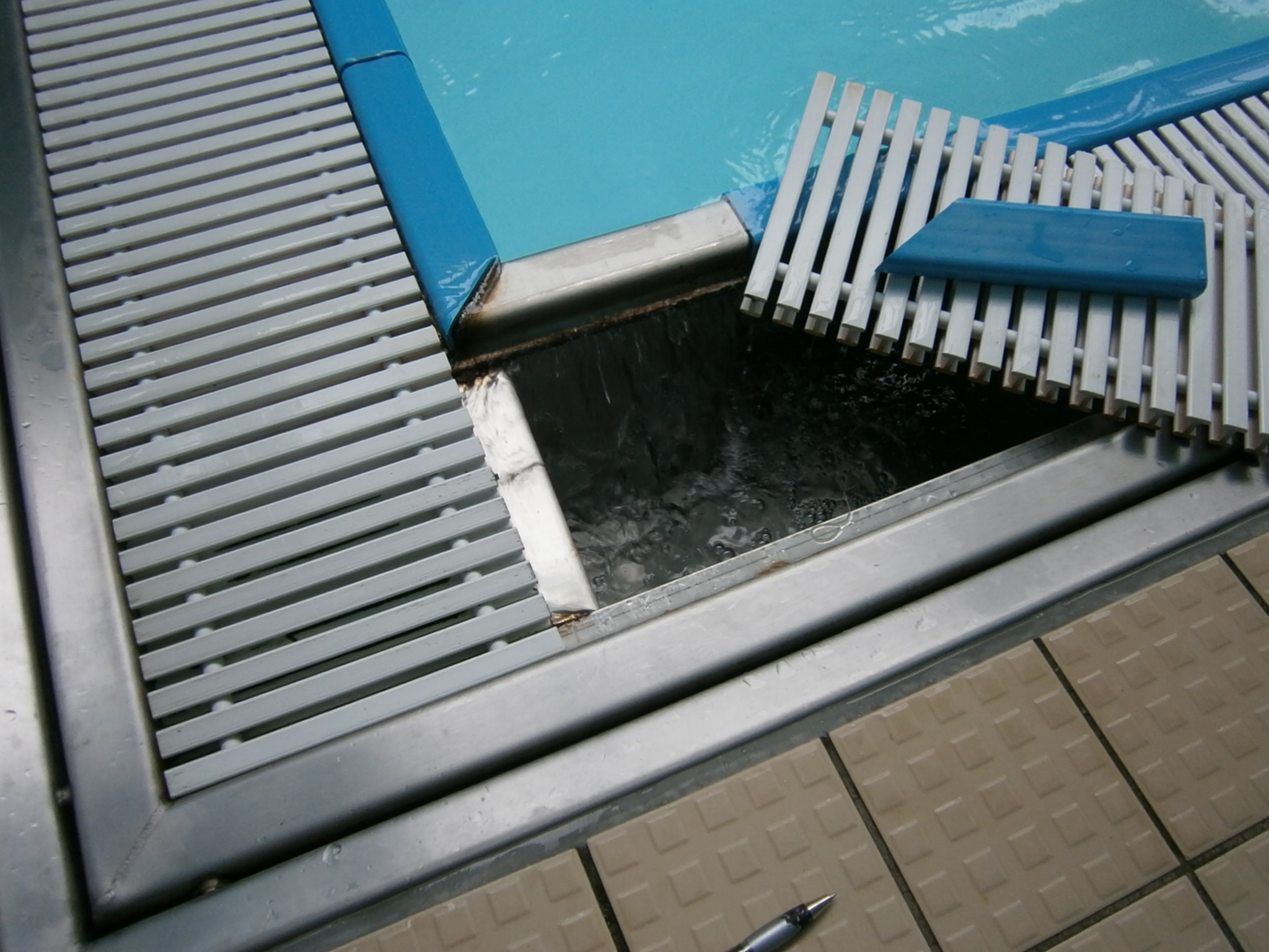 typical stainless steel over flow channel. beautiful ideas. Home Design Ideas