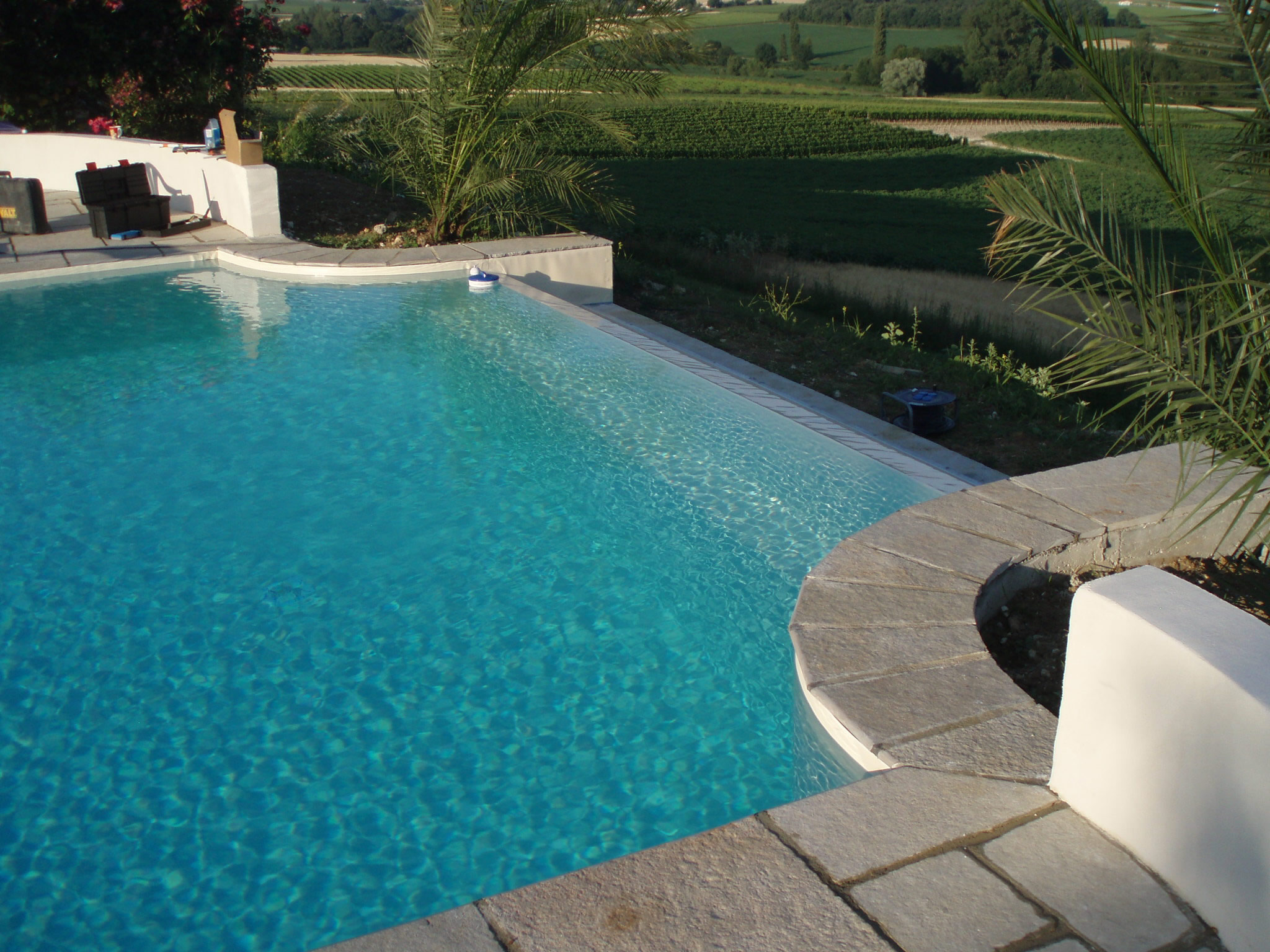 Infinity edge swimming pools and their cost for Pool edges design